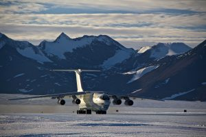ilyusin_blue_ice_runway_union_glacier