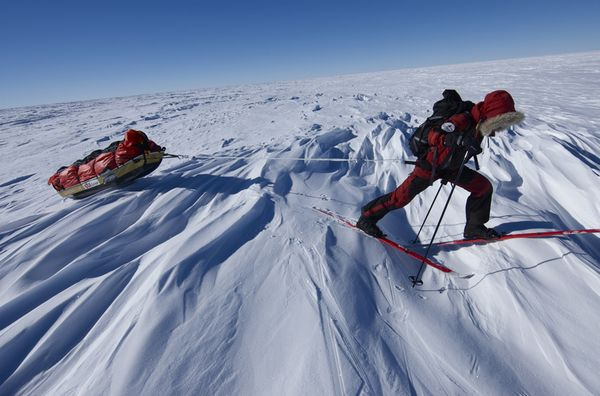 adventurer-ski-traverse-wind-features-antarctica_34410_600x450